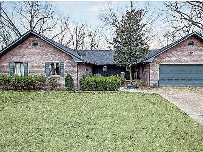 Single Family Home For Sale: 13667 Apple LN