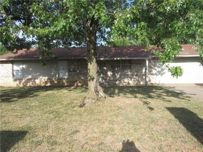 Springdale AR Single Family Home For Sale: $122,000