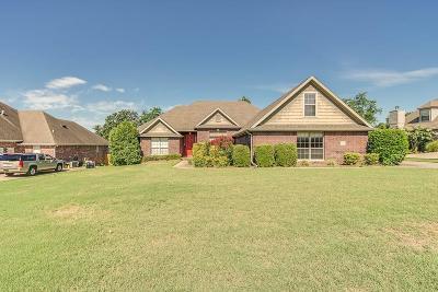 Fayetteville Single Family Home For Sale: 2101 N Hartford DR