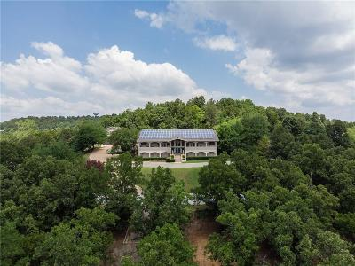 Fayetteville Single Family Home For Sale: 680 N Cliffside DR