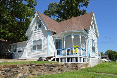 Fayetteville Single Family Home For Sale: 805 N Leverett AVE