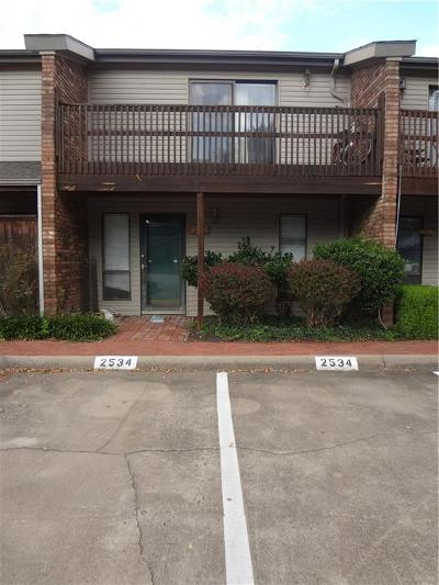 Fayetteville Condo/Townhouse For Sale: 2534 E Sweetbriar DR