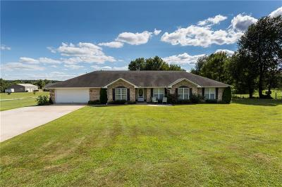 Siloam Springs Single Family Home For Sale: 18187 Old Highway 68