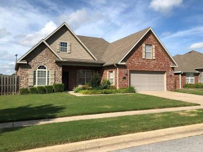 Fayetteville Single Family Home For Sale: 2311 N Cornwall AVE