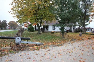 Pea Ridge Single Family Home For Sale: 1445 E Pickens RD