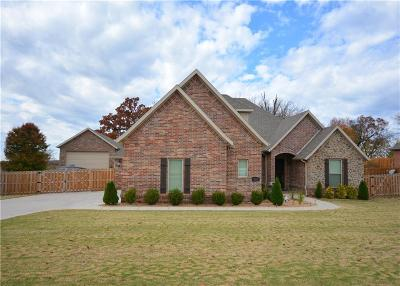 Cave Springs Single Family Home For Sale: 925 Aylesbury LN