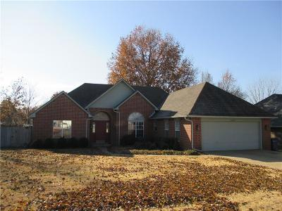 Siloam Springs Single Family Home For Sale: 400 Misti CT