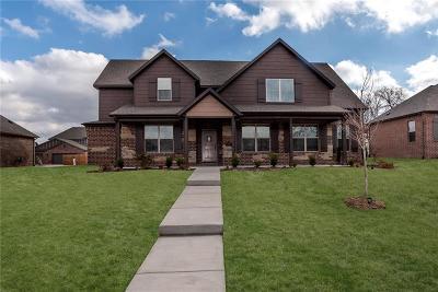 Bentonville Single Family Home For Sale: 2200 NE Steinbeck DR