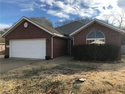 Pea Ridge Single Family Home For Sale: 930 E Todd CIR