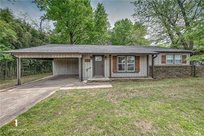 Prairie Grove Single Family Home For Sale: 817 N Mock ST