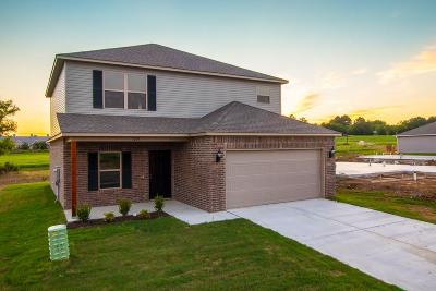 Fayetteville Single Family Home For Sale: 1209 S Ivory Bill LN