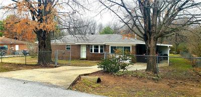 Fayetteville AR Single Family Home For Sale: $145,000