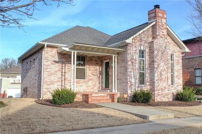 Fayetteville Single Family Home For Sale: 1841 N Best Friend LN