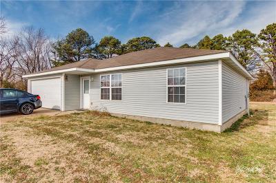 Siloam Springs Single Family Home For Sale: 22044 Cheryl DR
