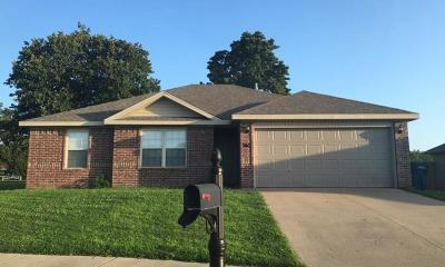 Siloam Springs Single Family Home For Sale: 740 Deer Lodge CT