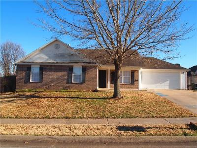 Fayetteville AR Single Family Home For Sale: $169,900