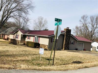 Bentonville Single Family Home For Sale: 1102 7th ST