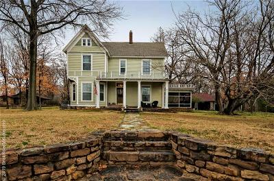 Prairie Grove Single Family Home For Sale: 208 W Bush ST