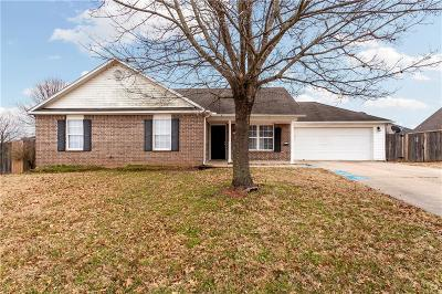 Fayetteville Single Family Home For Sale: 1012 S Colonial DR
