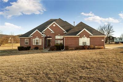 Prairie Grove Single Family Home For Sale: 1541 E Parks ST