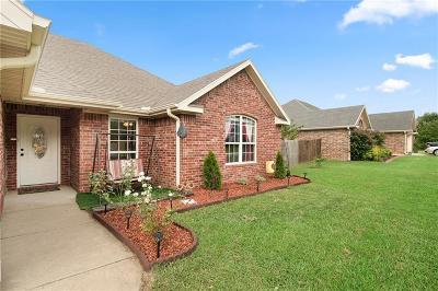 Prairie Grove Single Family Home For Sale: 602 Sedgwick DR
