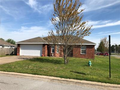 Lincoln Single Family Home For Sale: 704 Applegate LN