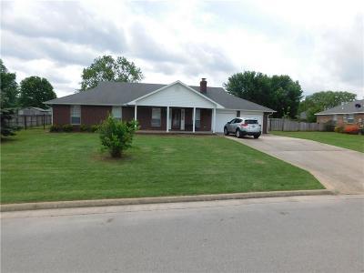 Farmington Single Family Home For Sale: 179 Countryside DR