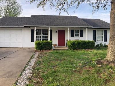Rogers Single Family Home For Sale: 709 E Mimosa PL