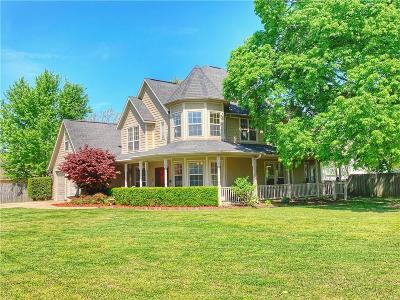 Bentonville Single Family Home For Sale: 103 NE 7th ST