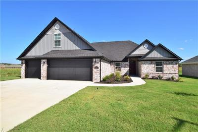 Siloam Springs Single Family Home For Sale: 2209 N Carl ST