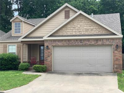 Fayetteville AR Single Family Home For Sale: $204,000