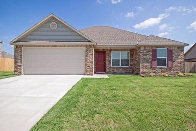Prairie Grove Single Family Home For Sale: 1460 General Marmaduke DR