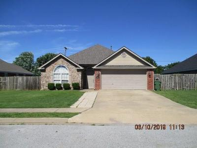 Rogers Single Family Home For Sale: 3014 S Arkansas ST