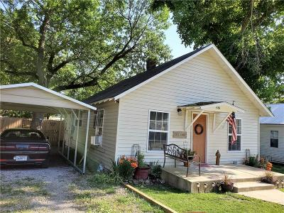 Siloam Springs Single Family Home For Sale: 616 E University ST