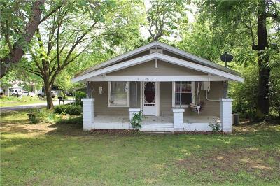 Prairie Grove Single Family Home For Sale: 201 W Graham ST