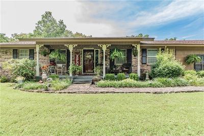 Siloam Springs Single Family Home For Sale: 3214 White Oak ST