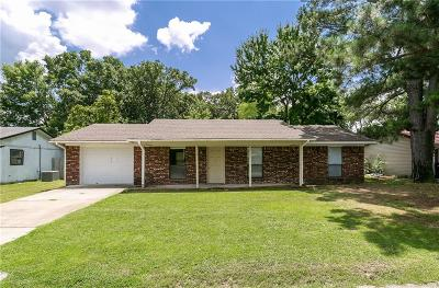 Siloam Springs Single Family Home For Sale: 1600 Henegar DR
