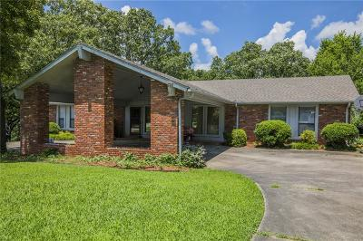 Fayetteville Single Family Home For Sale: 3017 Strawberry DR