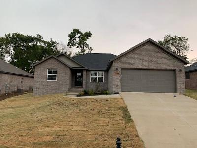 Siloam Springs Single Family Home For Sale: 2748 Olive CT