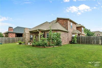 Bentonville Single Family Home For Sale: 1660 Whippoorwill LN