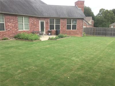 Fayetteville Single Family Home For Sale: 1562 E Brighton PL