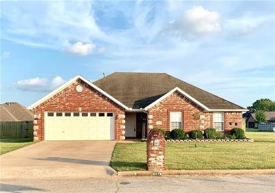 Prairie Grove Single Family Home For Sale: 907 Grant AVE
