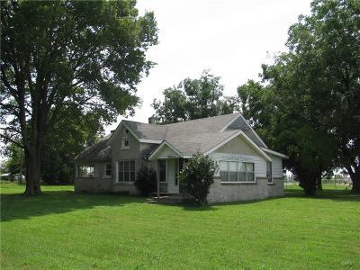 Grove Single Family Home For Sale: 64901 E 290 RD