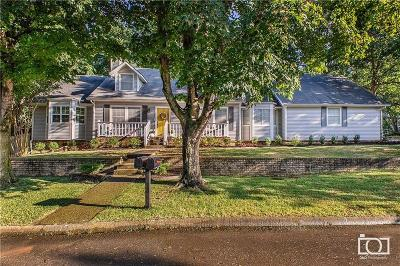 Fayetteville Single Family Home For Sale: 2421 Robin RD