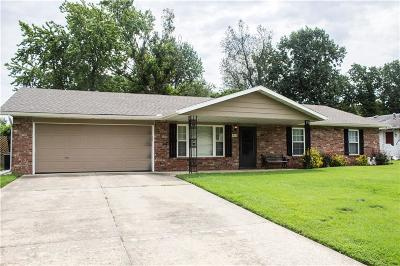 Rogers Single Family Home For Sale: 915 S Park PL