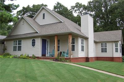Fayetteville Single Family Home For Sale: 2840 N Raintree DR