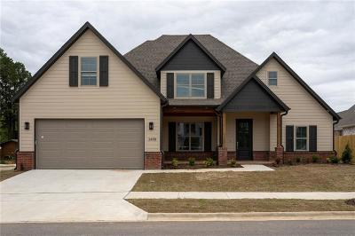 Fayetteville Single Family Home For Sale: 3498 E Galaxy CIR
