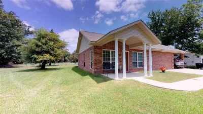 Maud Single Family Home For Sale: 610 Cedar St