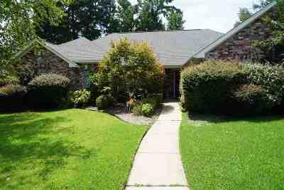 Texarkana Single Family Home For Sale: 24 Windmere