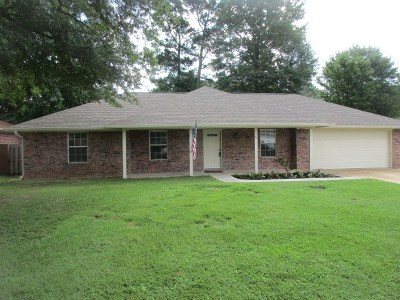 Single Family Home For Sale: 73 Green Oaks Circle